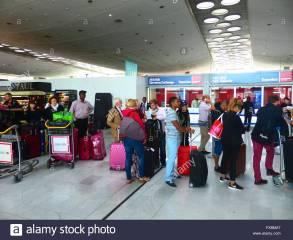 eu-france-paris-charles-de-gaulle-international-airport-arrival-hall-FX8MA7
